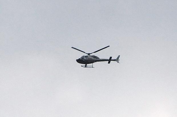 Trực thăng được huy động để đối phó với đám cháy (Ảnh: Brixtonbuzz)