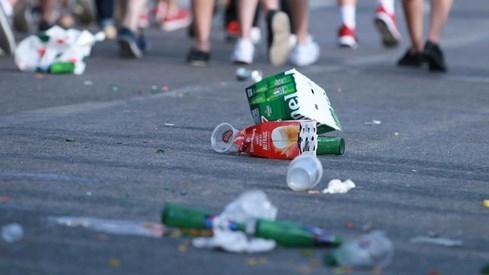 Choáng với cảnh dân Tây xả rác đầy đường khi xem Euro 2016 - ảnh 3