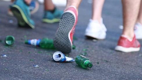 Choáng với cảnh dân Tây xả rác đầy đường khi xem Euro 2016 - ảnh 5
