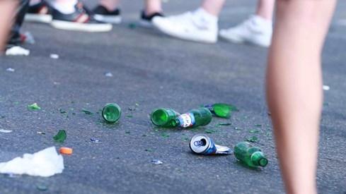 Choáng với cảnh dân Tây xả rác đầy đường khi xem Euro 2016 - ảnh 8