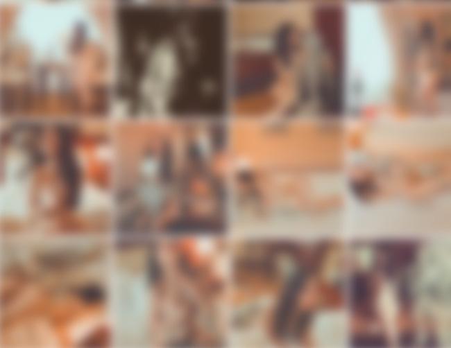 Cô gái gây sốc khi tự đăng lên Facebook bộ ảnh khỏa thân bên... bộ xương người - Ảnh 3.