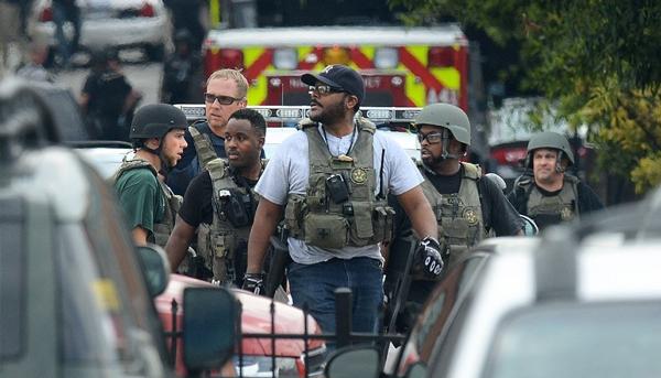 Lực lượng cảnh sát có mặt tại hiện trường vụ xả súng tại Washington ngày 16/9/2013 (Ảnh: MCT)