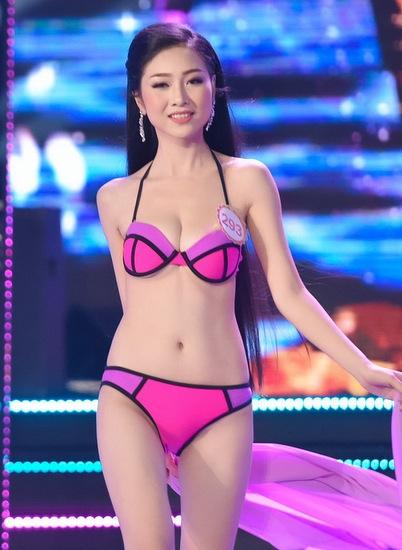 30-thi-sinh-chung-khao-phia-nam-khoe-hinh-the-voi-bikini-2