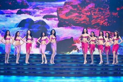 30-thi-sinh-chung-khao-phia-nam-khoe-hinh-the-voi-bikini-9