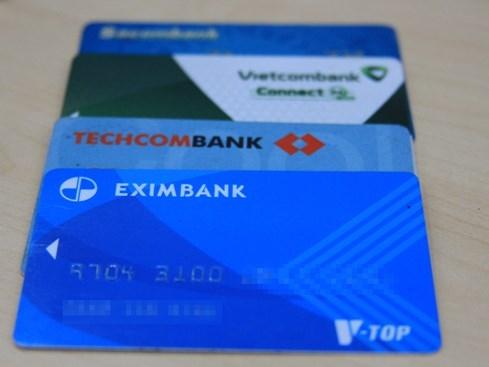 Nhiều người lựa chọn hình thức giao dịch qua ngân hàng thay vì giao dịch trực tiếp
