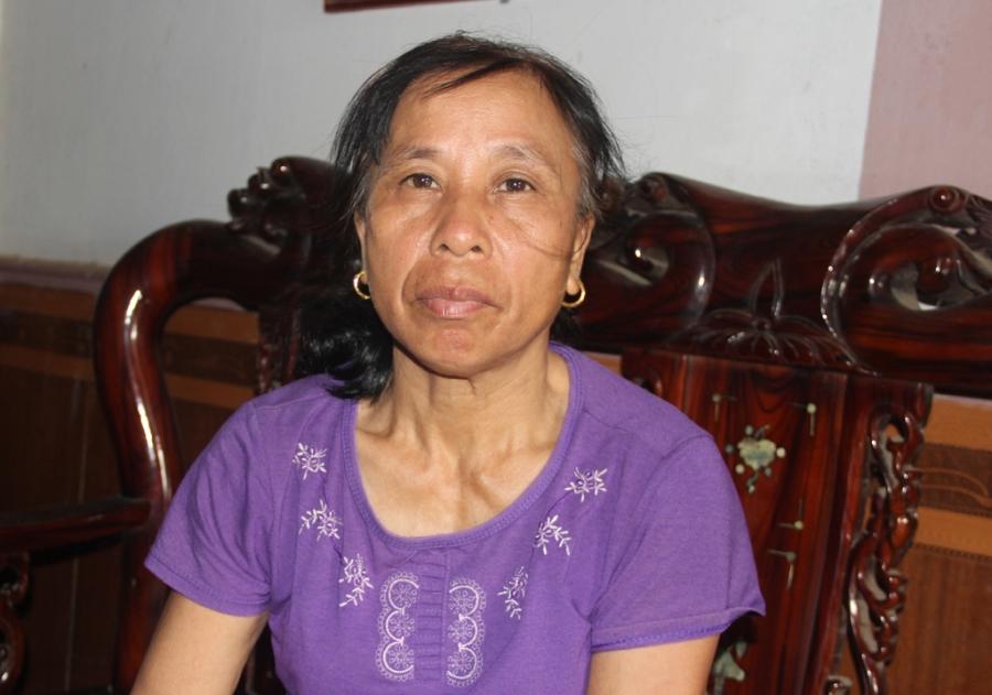 Bà Hồng kể về biến cố của cuộc đời mình. Sau biến cố đó, bà phải chờ đợi hơn 20 năm mới được đoàn tụ với con mình.