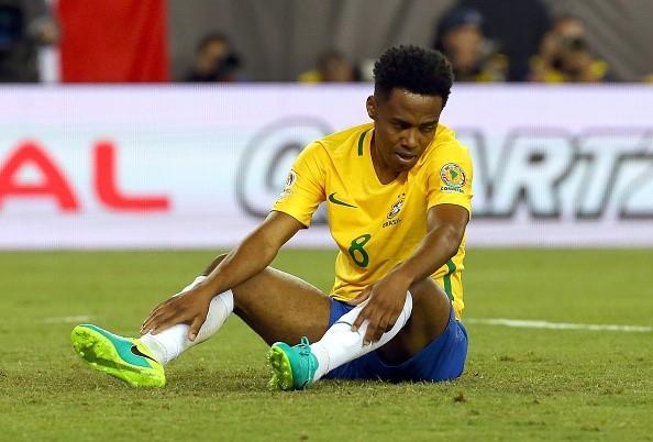 Dunga tuc gian do loi trong tai khien Brazil bi loai hinh anh 2