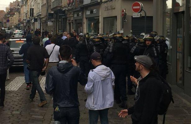 Fan Đức và Ukraine biến đường phố Pháp thành chiến trường - Ảnh 2.