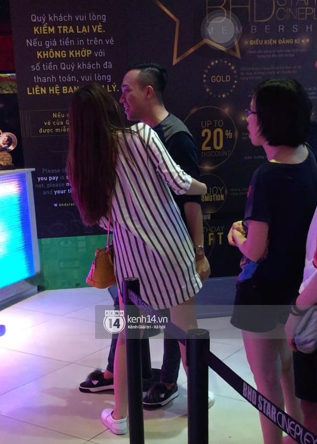 Clip: Hari Won thoải mái ôm hôn Trấn Thành nơi công cộng, xóa tan tin đồn rạn nứt tình cảm - Ảnh 3.