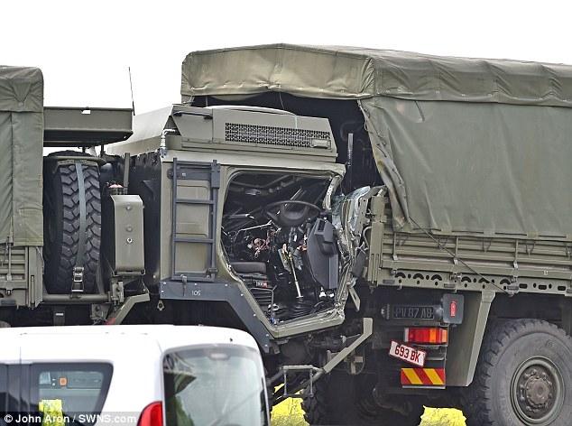Hy hữu: 4 xe quân sự dồn toa, hậu quả khủng khiếp! - Ảnh 2.