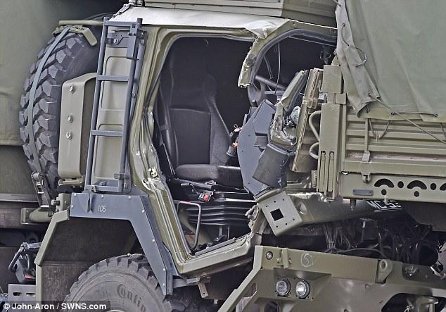 Hy hữu: 4 xe quân sự dồn toa, hậu quả khủng khiếp! - Ảnh 7.