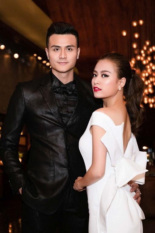 Hoàng Thùy Linh tung clip nhạy cảm  2