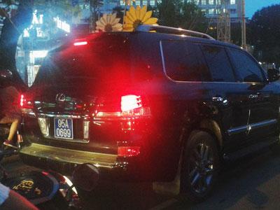 Cục CSGT đang kiểm tra vụ xe sang của Phó chủ tịch Hậu Giang