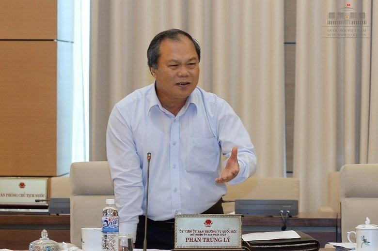 Chủ nhiệm UB Pháp luật Phan Trung Lý nhận xét các báo cáo có những con số không minh bạch.