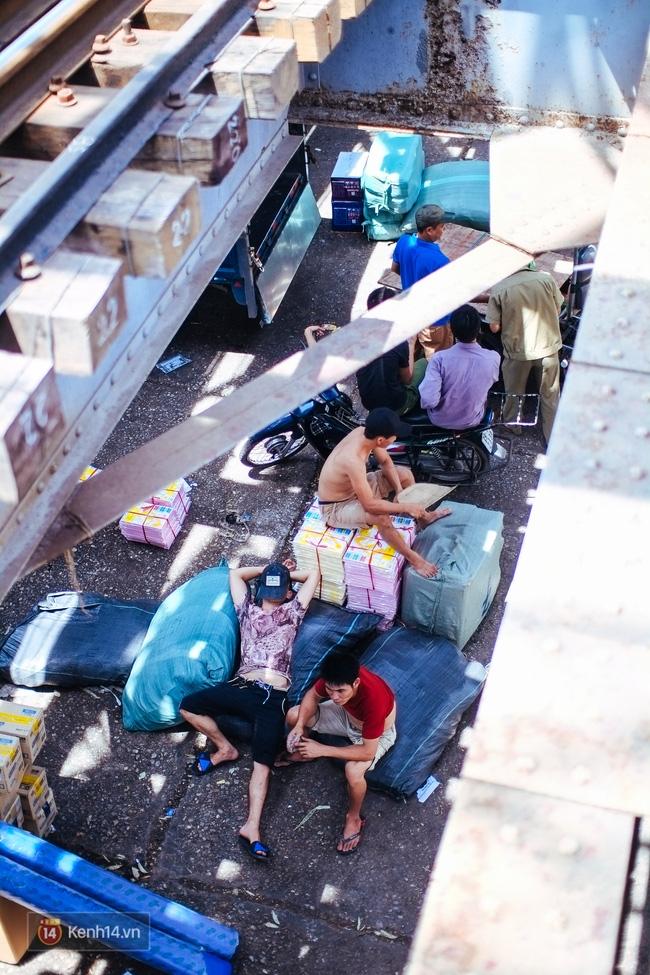 Hà Nội: Có những nơi mà người ta chẳng còn sợ cái nắng nóng 40 độ C - Ảnh 9.