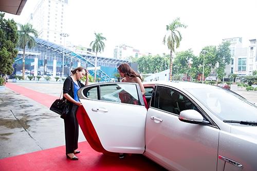 Trước đó Hoa hậu Kỳ Duyên từng sở hữu một chiếc Jaguar XF trị giá khoảng 3 tỷ Đồng.