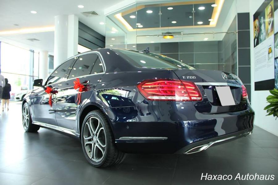 Tại thị trường Việt Nam, Mercedes-Benz E200 được chào bán với mức giá 2 tỷ Đồng.