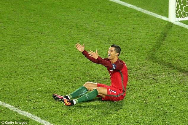 Mắng đối thủ như hát hay, Ronaldo nhận cái kết bất ngờ - Ảnh 2.