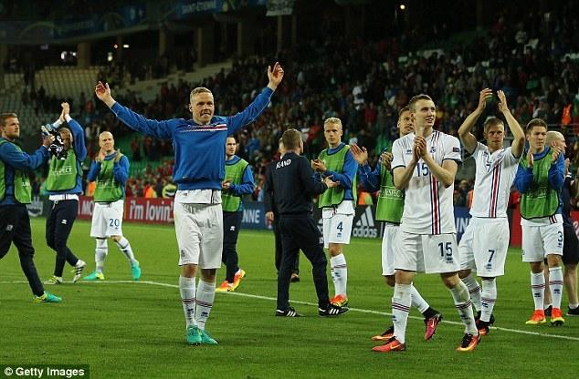 Mắng đối thủ như hát hay, Ronaldo nhận cái kết bất ngờ - Ảnh 3.
