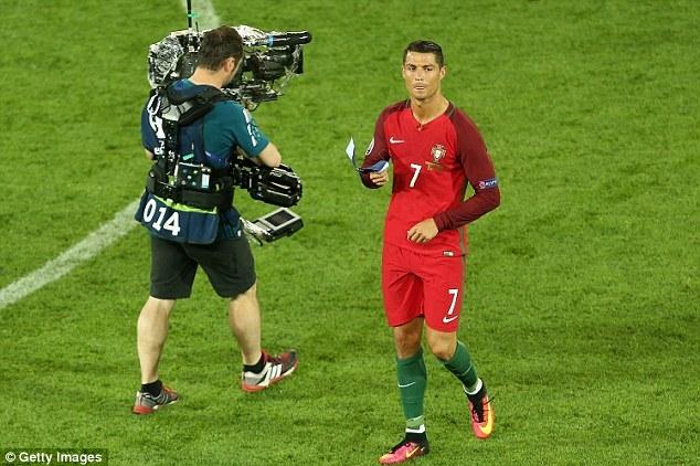 Mắng đối thủ như hát hay, Ronaldo nhận cái kết bất ngờ - Ảnh 4.