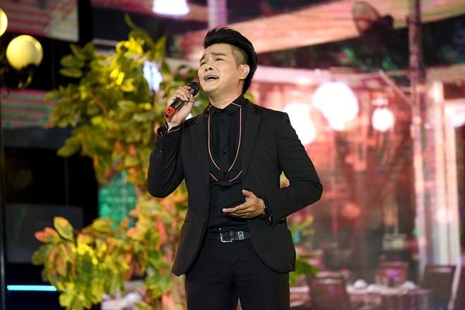 NSUT Kim Tu Long 'tat' con gai nuoi tren san khau hinh anh 13