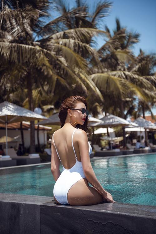 tra-ngoc-hang-nong-bong-cung-bikini-5