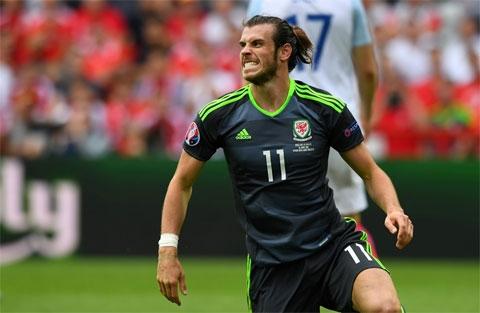 Bale mở tỷ số bằng pha sút phạt tuyệt đẹp