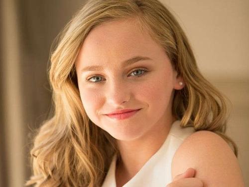 """Cô bé siêu đáng yêu trong phim kinh dị 17+ """"The Conjuring 2"""" - 1"""
