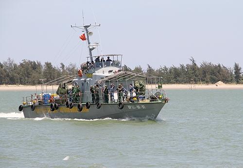 hon-500-nguoi-xuyen-dem-tim-kiem-phi-cong-con-lai-tren-su-30-2