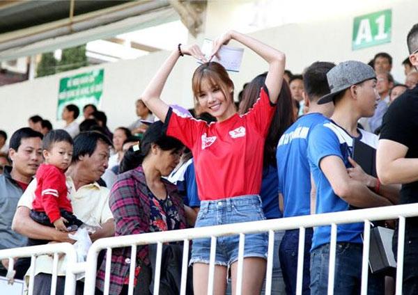 mac-hong-quan-ky-han-yeu-6-thang-cuoi-lien-tay-7