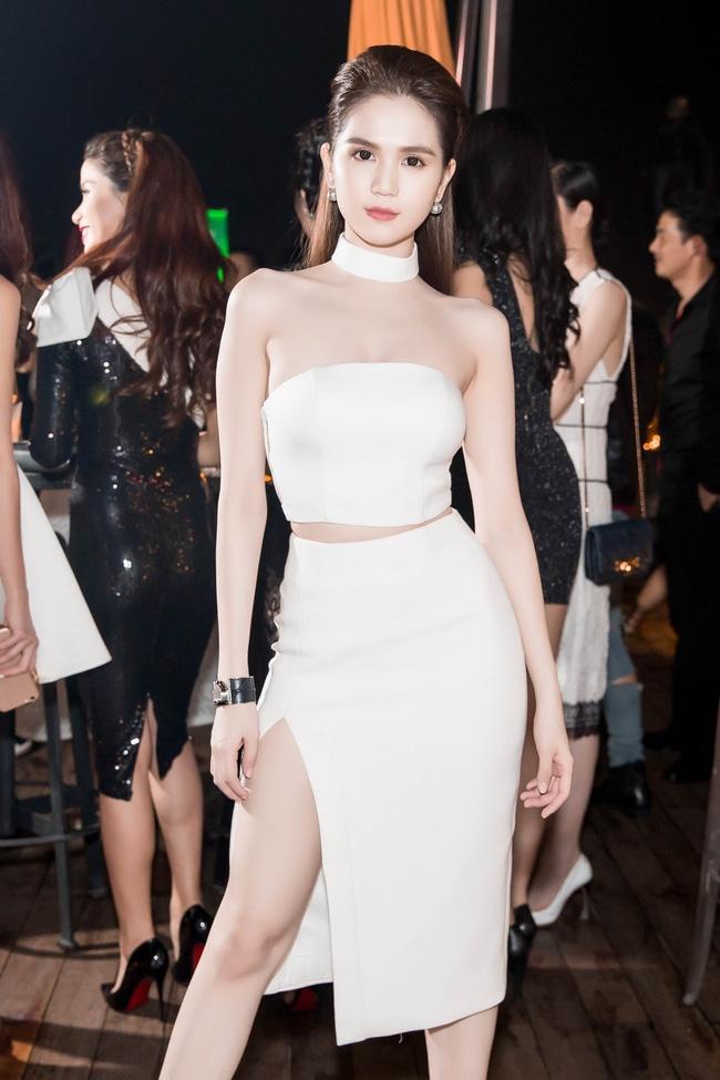 Ngọc Trinh diện cây trắng, tự tin đọ sắc bên hai Hoa hậu Hàn Quốc và Trung Quốc - Ảnh 1.