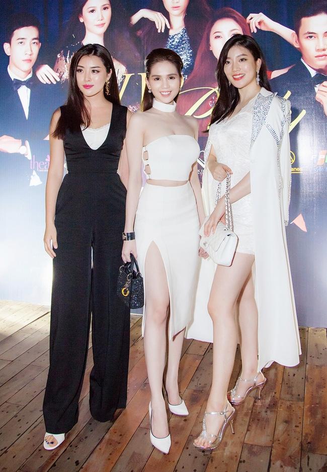 Ngọc Trinh diện cây trắng, tự tin đọ sắc bên hai Hoa hậu Hàn Quốc và Trung Quốc - Ảnh 3.