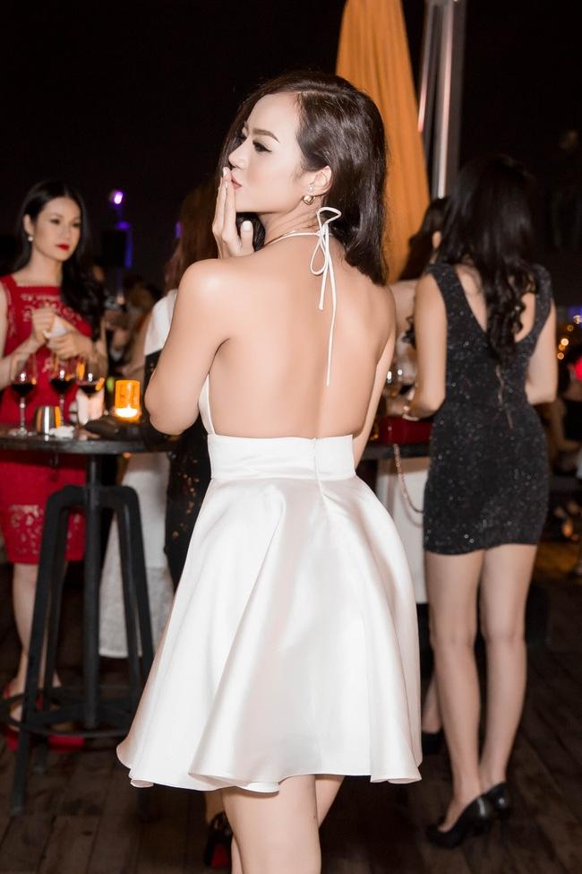 Ngọc Trinh diện cây trắng, tự tin đọ sắc bên hai Hoa hậu Hàn Quốc và Trung Quốc - Ảnh 13.