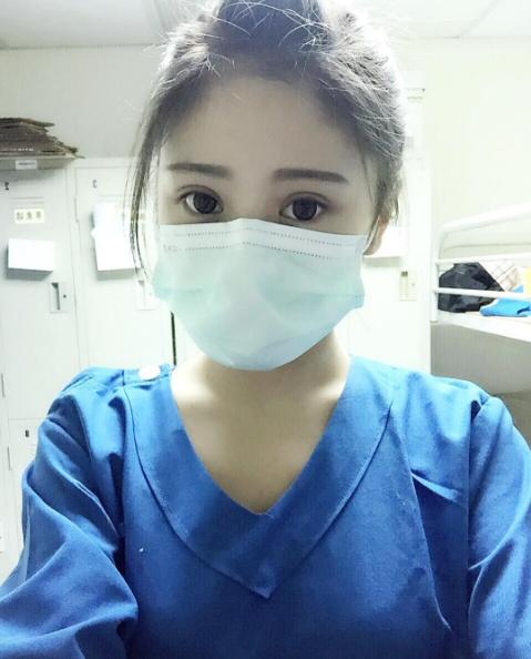 Nữ y tá xinh đẹp khiến bệnh nhân 'điêu đứng' là ai? - Ảnh 1