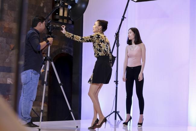Phạm Hương đem vương miện Hoa hậu Hoàn vũ ra lôi kéo thí sinh - Ảnh 4.