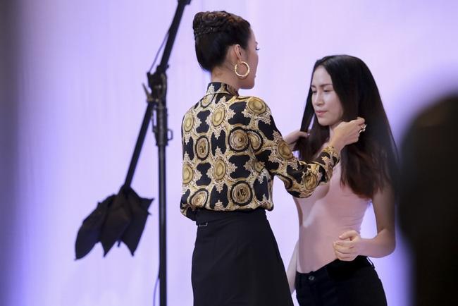 Phạm Hương đem vương miện Hoa hậu Hoàn vũ ra lôi kéo thí sinh - Ảnh 6.