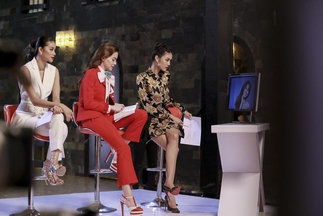 Phạm Hương đem vương miện Hoa hậu Hoàn vũ ra lôi kéo thí sinh - Ảnh 9.