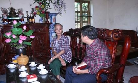 Ông Nguyễn Hữu Ngọ, bố của Thiếu tá Nguyễn Hữu Cường chia sẻ niềm vui với phóng viên.
