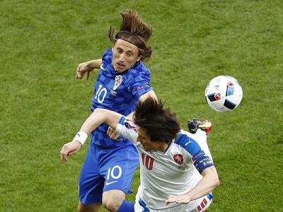 Czech 2-2 Croatia: Fan cuồng làm loạn, Croatia rơi chiến thắng