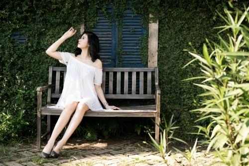 Chân dài Hà thành gợi cảm trong áo trễ vai sexy giữa ngày hè - Ảnh 2
