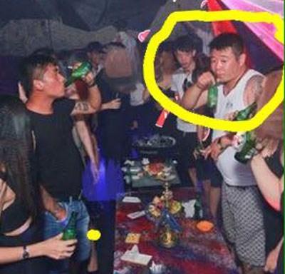 Người đàn ông Trung Quốc bị tố đốt tiền Việt Ảnh: Võ Văn Trung
