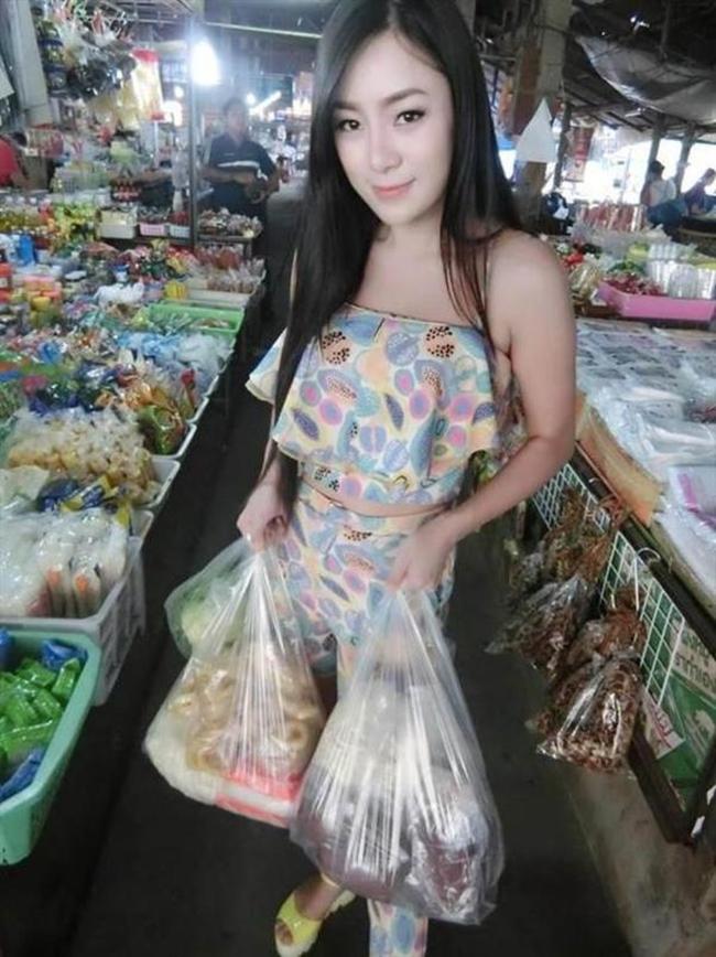 Hàng ăn vặt bỗng nổi như cồn vì cô chủ có thân hình còn quyến rũ hơn cả người mẫu - Ảnh 3.