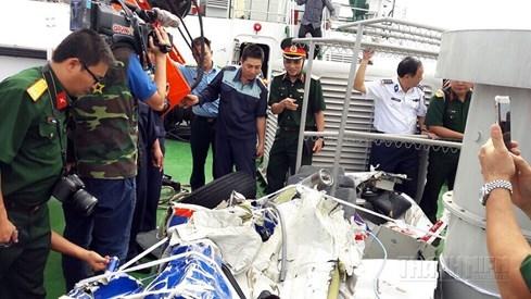 Hình ảnh đầu tiên về mảnh vỡ máy bay tuần thám CASA 212 bị rơi - ảnh 13