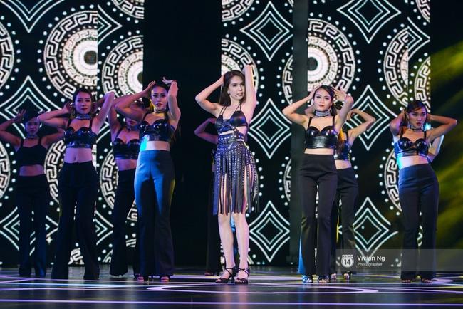 Không chỉ nhảy cực sexy, Ngọc Trinh còn tự tin hát trên sân khấu - Ảnh 2.