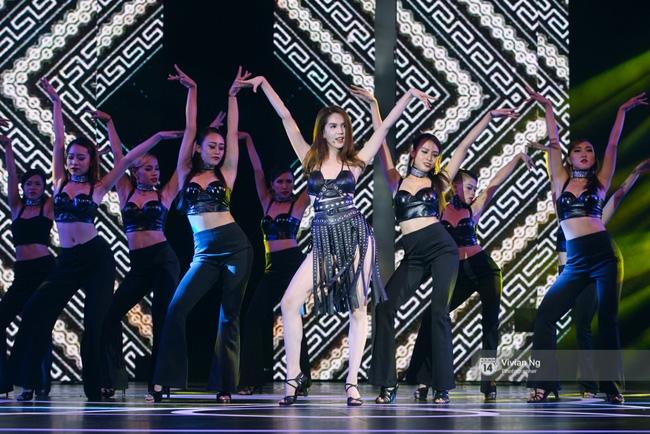 Không chỉ nhảy cực sexy, Ngọc Trinh còn tự tin hát trên sân khấu - Ảnh 3.