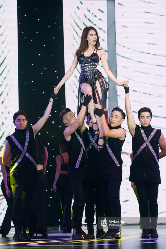Không chỉ nhảy cực sexy, Ngọc Trinh còn tự tin hát trên sân khấu - Ảnh 4.