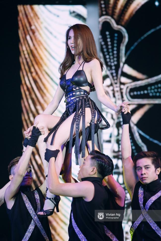 Không chỉ nhảy cực sexy, Ngọc Trinh còn tự tin hát trên sân khấu - Ảnh 5.