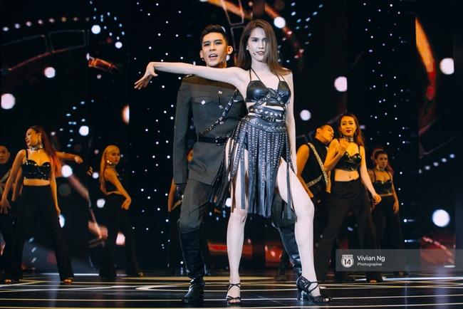 Không chỉ nhảy cực sexy, Ngọc Trinh còn tự tin hát trên sân khấu - Ảnh 8.