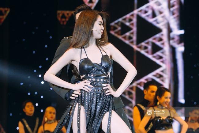 Không chỉ nhảy cực sexy, Ngọc Trinh còn tự tin hát trên sân khấu - Ảnh 9.