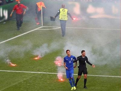 Croatia lo bị loại khỏi EURO vì CĐV làm loạn trên sân